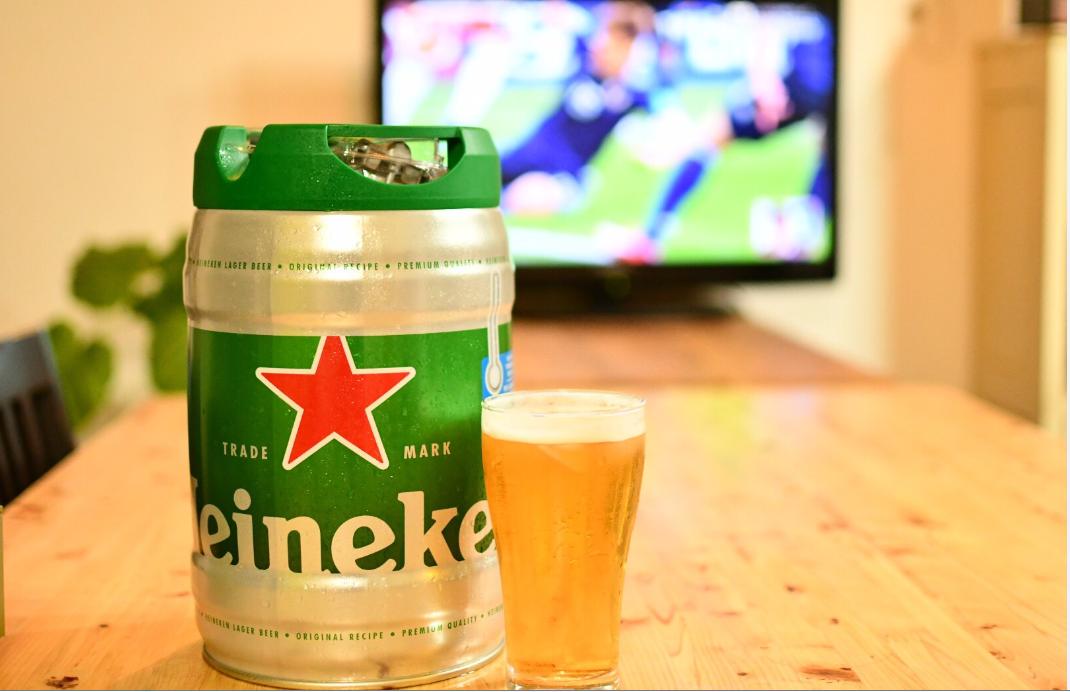 サッカーワールドカップの応援にハイネケン樽生ビール!!