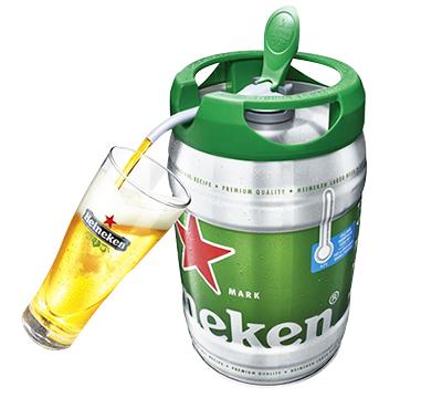 ビールを注ぐ瞬間